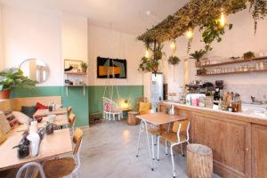 Salle de café-restaurant et boutique pour consommer responsable
